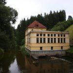 Jeden výlet, tři přehrady a monumentální klášter nesoucí si historii naděje i utrpení