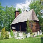 Za dřevěnými kostelíky