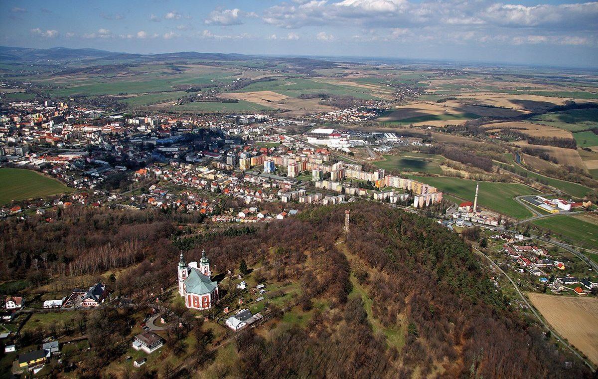 Krnov-aerofoto s vrchem Cvilin
