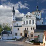 Zámek Pardubice láká na hrdiny animáků i obří žihadlo