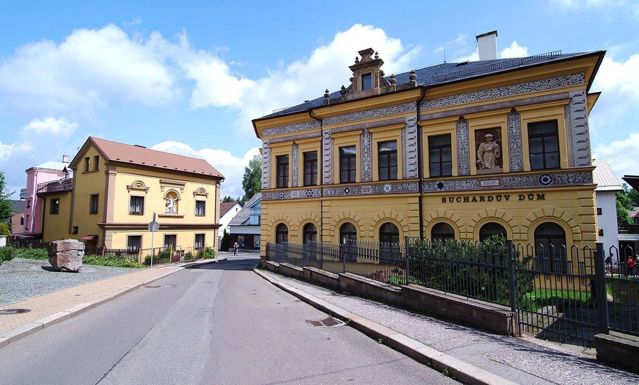 Mestske muzeum Nova Paka - Sucharduv dum (Milan DrahoŚovskž)
