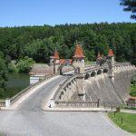 Na přehradu Les království dorazí řada známých umělců