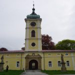 Paskov: zámek na Moravě, nádraží ve Slezsku…Ostravice, Olešná a Říčka