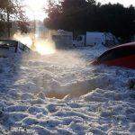 Ledové kroupy v rozžhaveném Mexiku pohřbily auta