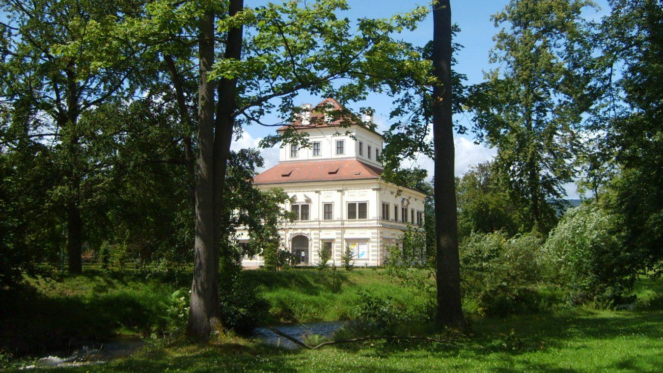 Ostrov_zámecký_park,_letohrádek