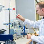 Přeměna tělesného tepla na elektřinu: Vědci vyvinuli nový způsob nabíjení mobilních přístrojů